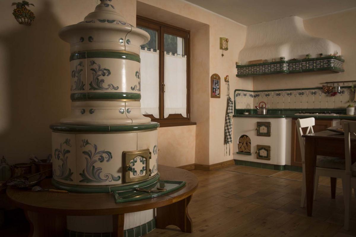 Classica collezione stufe collizzolli stufe in ceramica ad ole fatte a mano uniche e - Stufe a legna tirolesi ...
