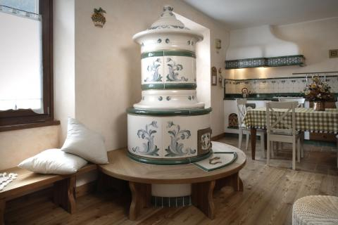 Stufa classica in ceramica, Stufe Collizzolli fatte a mano, stufe elettriche e a legna