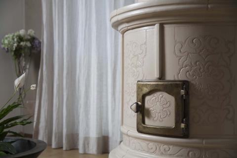 Stufe Collizzolli modello Sissi stufe in ceramica stufa a legna artigianale